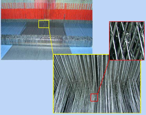 Detail vláken v tkalcovském stroji